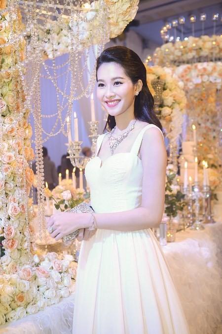 """Hoa hậu Thu Thảo trở thành """"cô dâu đáng mơ ước nhất"""" ảnh 4"""