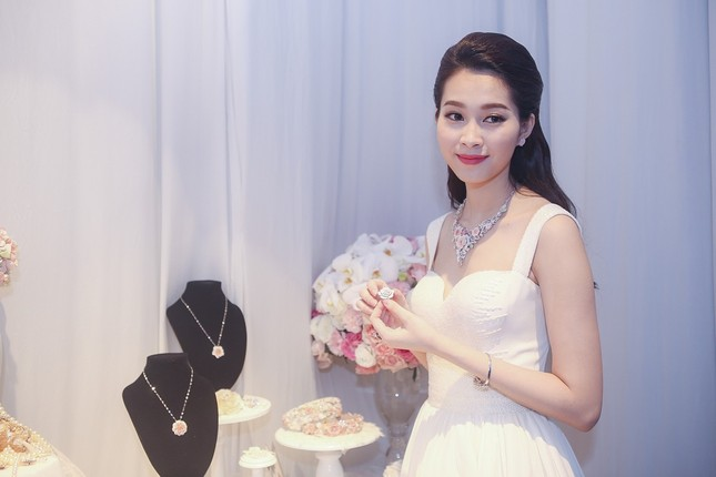 """Hoa hậu Thu Thảo trở thành """"cô dâu đáng mơ ước nhất"""" ảnh 8"""