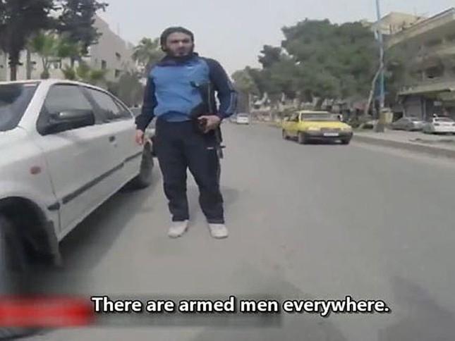 """Tiết lộ cuộc sống tại """"hang ổ"""" của phiến quân IS ảnh 1"""