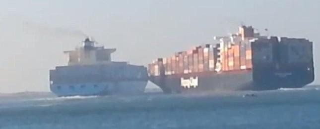 Khoảnh khắc hai tàu container khổng lồ đâm nhau ảnh 2