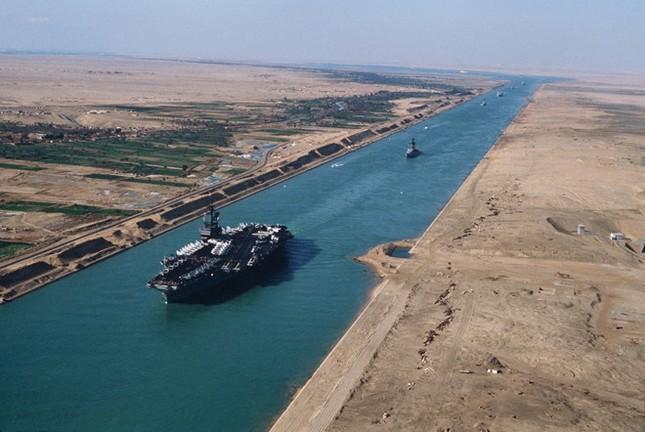 Khoảnh khắc hai tàu container khổng lồ đâm nhau ảnh 4