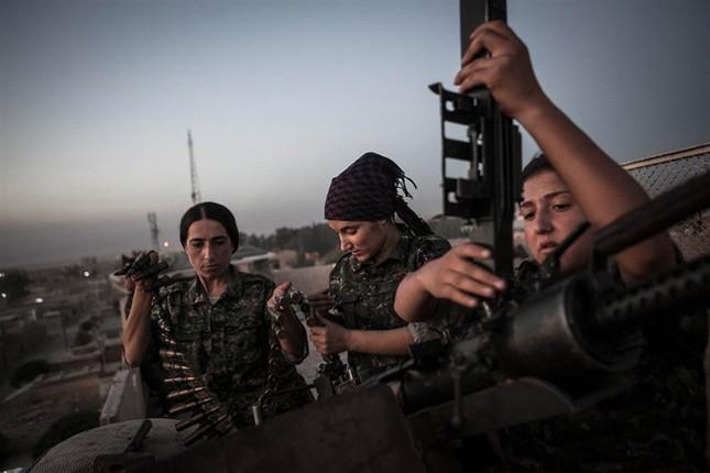 Đời thường của các nữ chiến binh chống IS ảnh 1