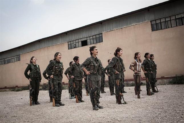 Đời thường của các nữ chiến binh chống IS ảnh 4