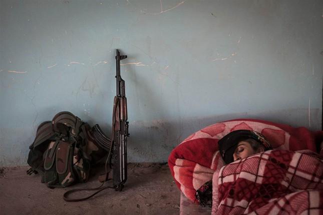 Đời thường của các nữ chiến binh chống IS ảnh 6