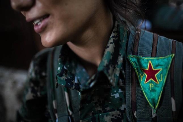 Đời thường của các nữ chiến binh chống IS ảnh 8