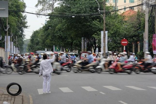 Cuộc sống đầy màu trắng của 'Bạch công tử Sài Gòn' ảnh 13