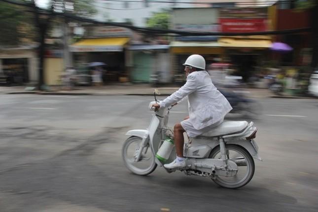 Cuộc sống đầy màu trắng của 'Bạch công tử Sài Gòn' ảnh 2