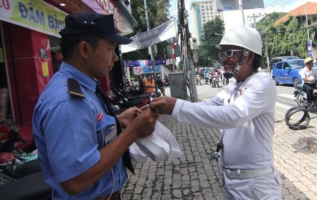 Cuộc sống đầy màu trắng của 'Bạch công tử Sài Gòn' ảnh 7