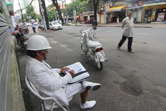 Cuộc sống đầy màu trắng của 'Bạch công tử Sài Gòn' ảnh 8
