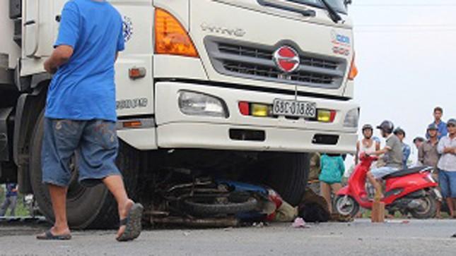 Xe máy 'đấu đầu' xe tải, hai người chết tại chỗ ảnh 2