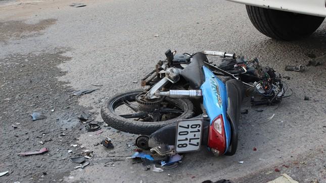 Xe máy 'đấu đầu' xe tải, hai người chết tại chỗ ảnh 3