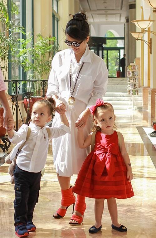 Bốn mỹ nhân Việt với đôi giày được 'cưng' nhất ảnh 5