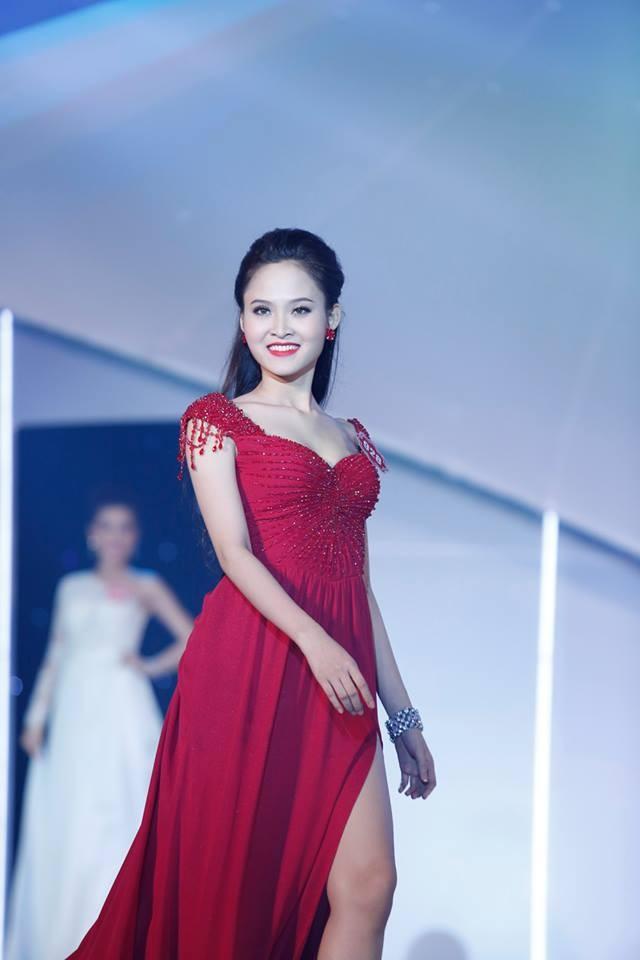 Thí sinh Hoa hậu phía Nam lộng lẫy trong trang phục dạ hội ảnh 11