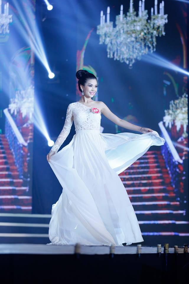 Thí sinh Hoa hậu phía Nam lộng lẫy trong trang phục dạ hội ảnh 5