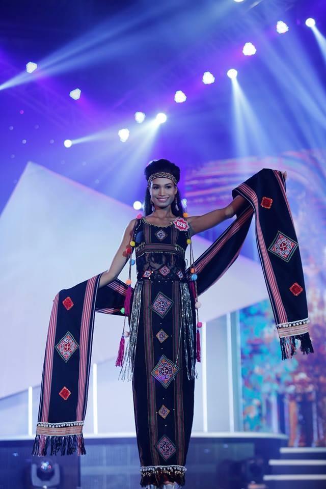 Thí sinh Hoa hậu phía Nam lộng lẫy trong trang phục dạ hội ảnh 12