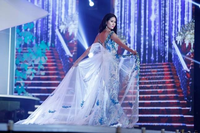 Thí sinh Hoa hậu phía Nam lộng lẫy trong trang phục dạ hội ảnh 6