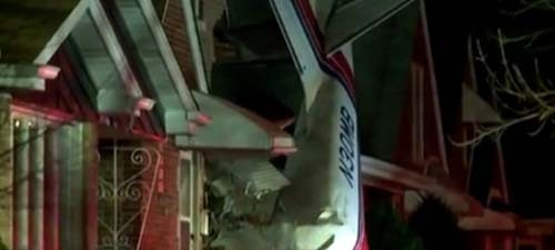 Máy bay chở hàng đâm vào nhà dân, phi công thiệt mạng ảnh 1