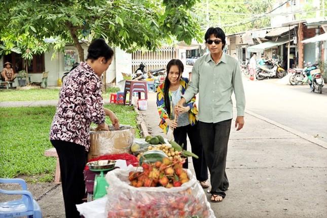 Việt Hương bối rối vì đóng 'cảnh nóng' với trai trẻ ảnh 1