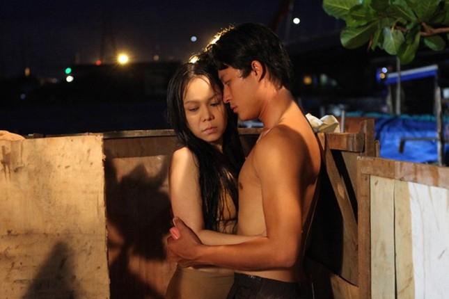 Việt Hương bối rối vì đóng 'cảnh nóng' với trai trẻ ảnh 4