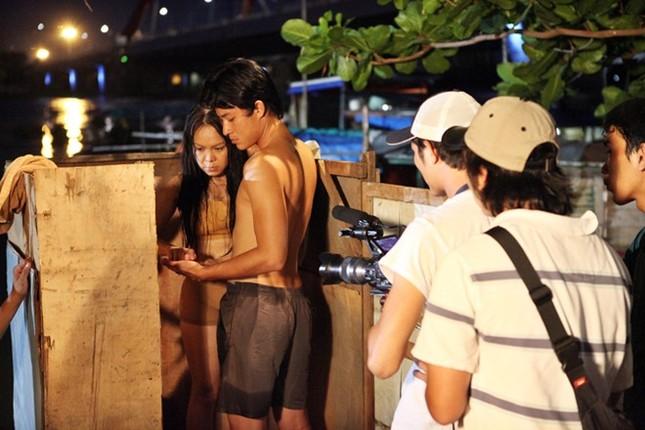 Việt Hương bối rối vì đóng 'cảnh nóng' với trai trẻ ảnh 5