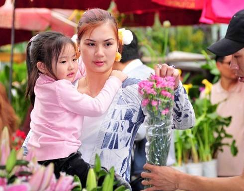Hoa khôi bóng chuyền Kim Huệ hạnh phúc với 'bình thường gia' ảnh 2