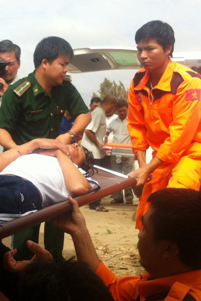Ngư phủ tàu cá Bạc Liêu được cứu chữa tại Bệnh viện Năm Căn ảnh 1