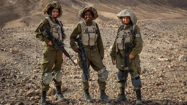 Nữ binh sĩ Israel và vẻ đẹp của bóng hồng trong lửa đạn ảnh 9