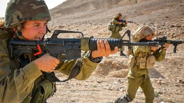 Nữ binh sĩ Israel và vẻ đẹp của bóng hồng trong lửa đạn ảnh 2