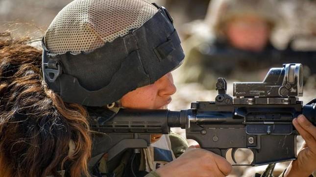 Nữ binh sĩ Israel và vẻ đẹp của bóng hồng trong lửa đạn ảnh 5