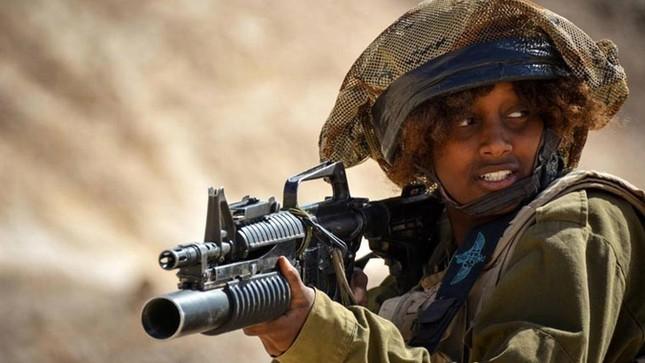 Nữ binh sĩ Israel và vẻ đẹp của bóng hồng trong lửa đạn ảnh 7