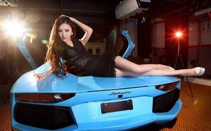 Mỹ nhân khoe chân dài miên man bên 'Vua bò tót' Lamborghini ảnh 3
