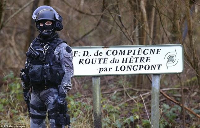 Theo chân đặc nhiệm truy lùng nghi phạm thảm sát Paris ảnh 9