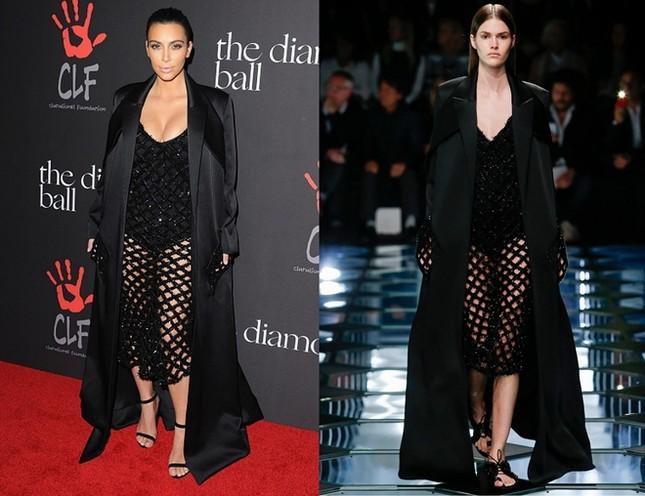 Kim Kardashian chuộng đồ xẻ ngực ảnh 1