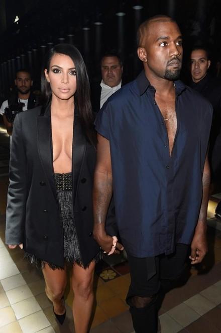 Kim Kardashian chuộng đồ xẻ ngực ảnh 3