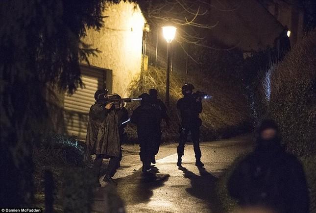 Theo chân đặc nhiệm truy lùng nghi phạm thảm sát Paris ảnh 2