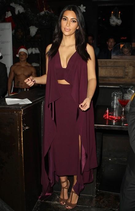 Kim Kardashian chuộng đồ xẻ ngực ảnh 5