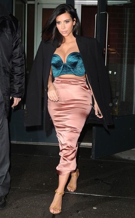 Kim Kardashian chuộng đồ xẻ ngực ảnh 6