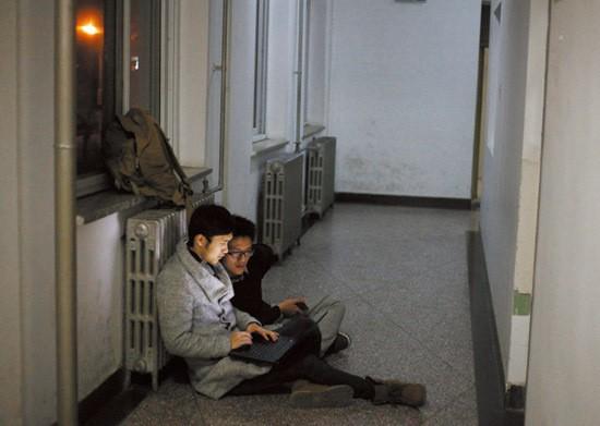 Sinh viên Trung Quốc ôn thi trắng đêm trong phòng tự học ảnh 9