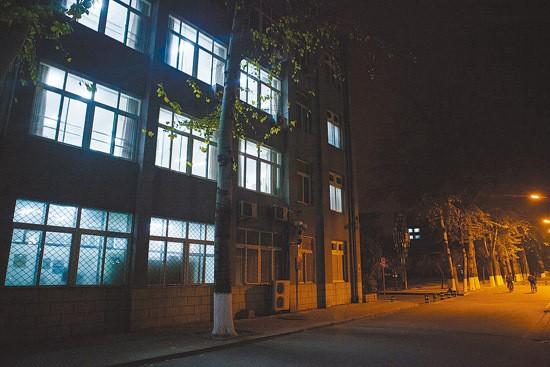 Sinh viên Trung Quốc ôn thi trắng đêm trong phòng tự học ảnh 10