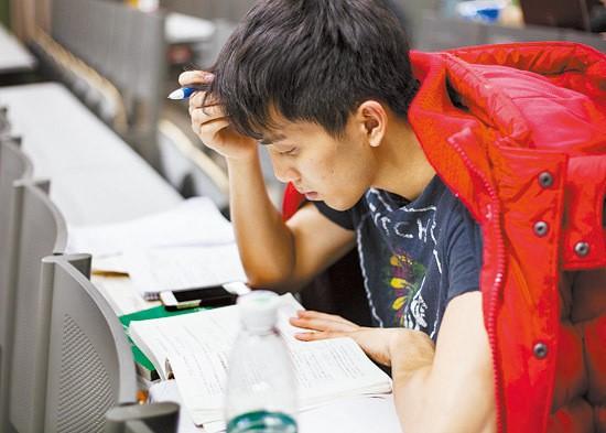 Sinh viên Trung Quốc ôn thi trắng đêm trong phòng tự học ảnh 4