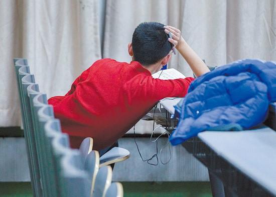 Sinh viên Trung Quốc ôn thi trắng đêm trong phòng tự học ảnh 5