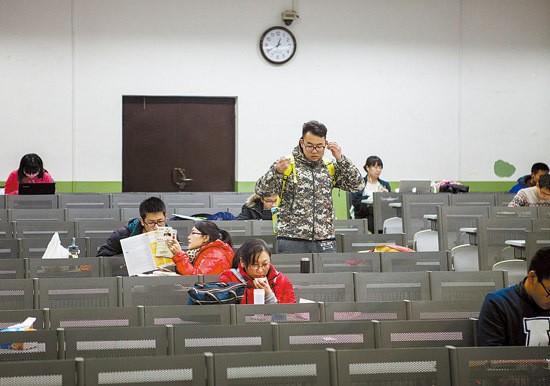 Sinh viên Trung Quốc ôn thi trắng đêm trong phòng tự học ảnh 7