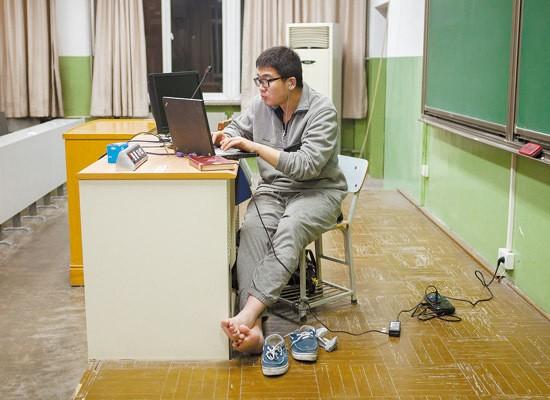 Sinh viên Trung Quốc ôn thi trắng đêm trong phòng tự học ảnh 8