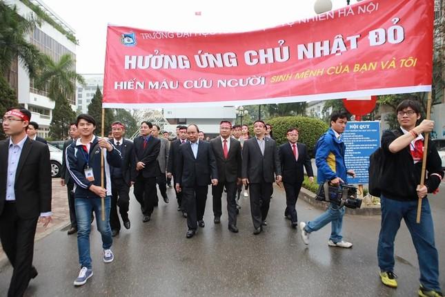 Phó Thủ tướng Nguyễn Xuân Phúc đồng hành cùng Chủ nhật Đỏ ảnh 6
