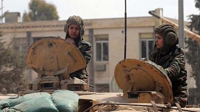Bóng hồng lái xe tăng, nã súng máy, phóng rocket ở Syria ảnh 1