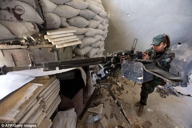 Bóng hồng lái xe tăng, nã súng máy, phóng rocket ở Syria ảnh 6