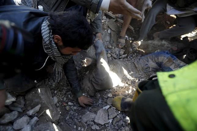 Yemen hoang tàn sau những cuộc không kích phiến quân ảnh 4