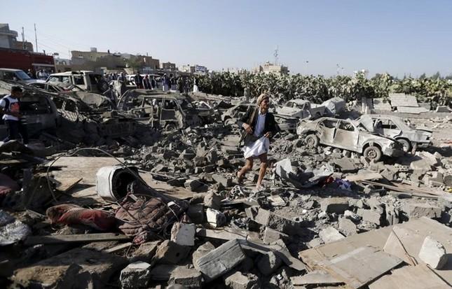 Yemen hoang tàn sau những cuộc không kích phiến quân ảnh 8