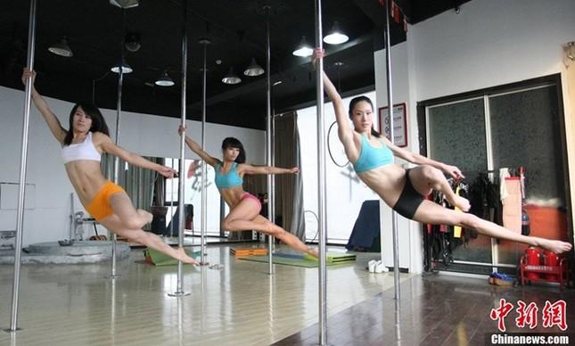 Lóa mắt với dàn mỹ nhân Trung Quốc luyện múa cột ảnh 10