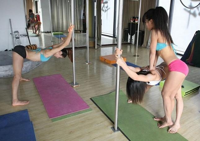 Lóa mắt với dàn mỹ nhân Trung Quốc luyện múa cột ảnh 18